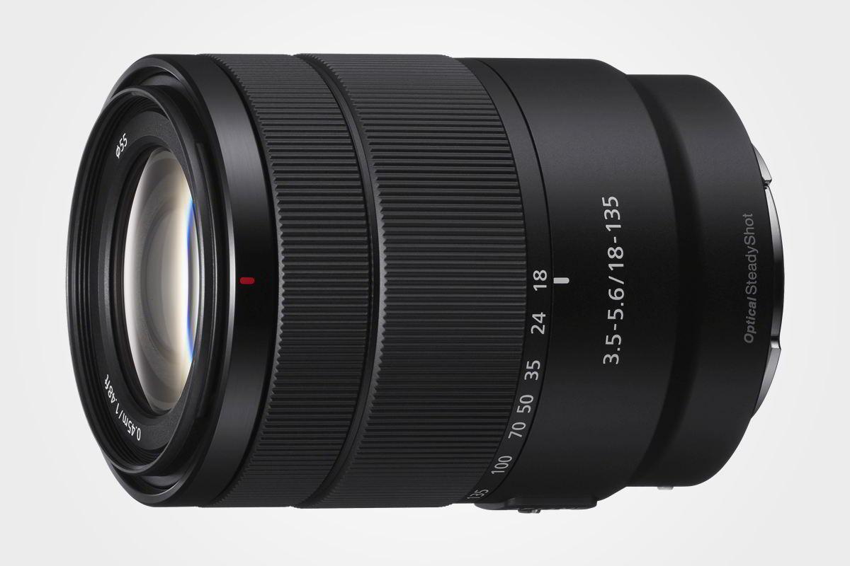 Zoom objektiv Sony 18-135 mm sbajonetem E pro APS-C formát