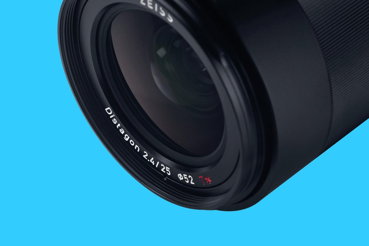 Pevný manuální kompaktní objektiv Zeiss Loxia pro krajináře a fotografy architektury