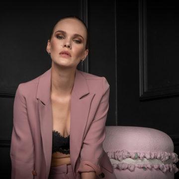 Fashion portét sfotografickými monitory BenQ a světelnou technikou FOMEI